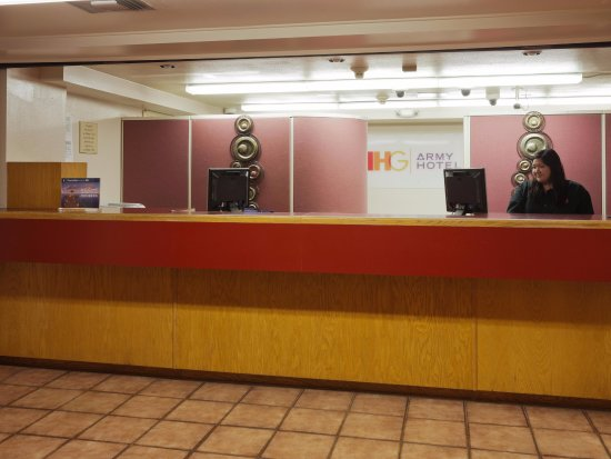 Fort Huachuca, AZ: Front Desk Area for Check-In