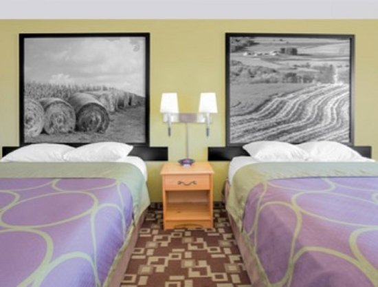 Independence, IA: Standard Two Queen Beds