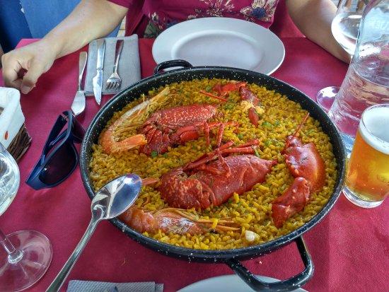 Tazones, España: tamaño plato para 2 personas
