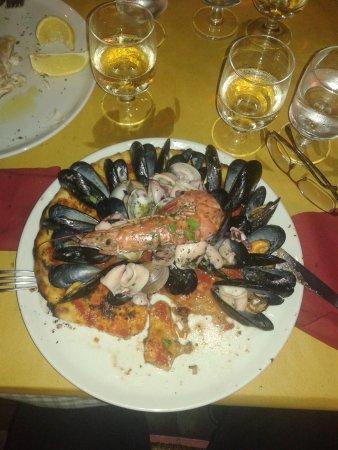 Кастельфьорентино, Италия: großartige Fischpizza