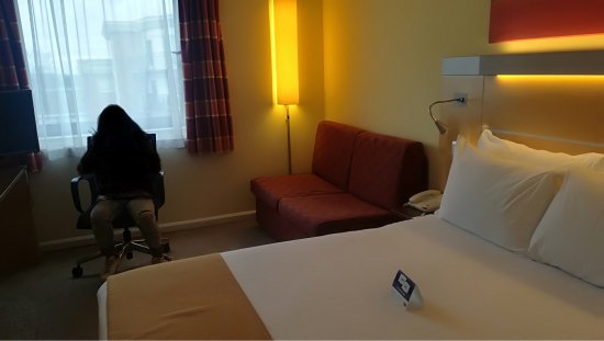Holiday Inn Express London-Newbury Park: photo0.jpg