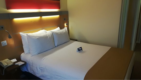 Holiday Inn Express London-Newbury Park: photo2.jpg