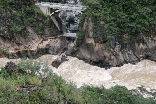 Tiger Leaping Gorge (Hutiao Xia): Le rapide al Salto della Tigre