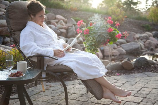 Tofte, MN: Waves of Superior Spa Relaxation Patio