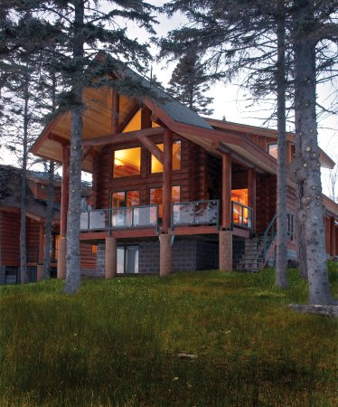 Summer. Log home luxury. Temperance Landing on Lake Superior
