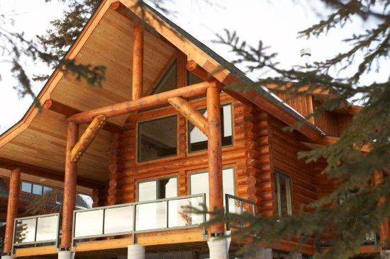 Temperance Landing - Distinctive Log Homes overlooking Lake Superior