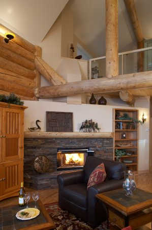 Living Room w/fireplace & Vaulted Log ceilings- Temperance Landing on Lake Superior