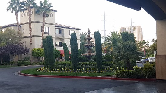 Tuscany Suites & Casino: View from the Hotel entrance