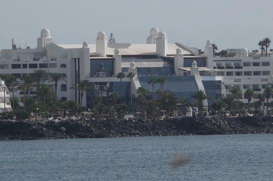 H10 Timanfaya Palace: view when walking along the promenade