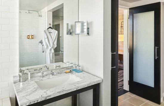 Hotel Republic San Diego, Autograph Collection: Corner King Bathroom