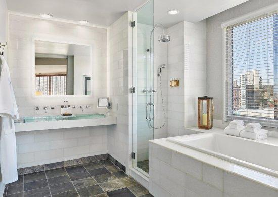 Hotel Republic San Diego, Autograph Collection: Presidential Suite Bathroom
