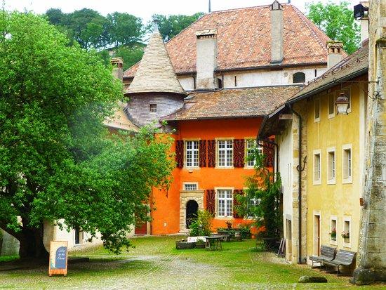 Romainmotier, Suisse : la façade