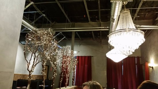 El Dorado Hills, Калифорния: lights in one dinning area