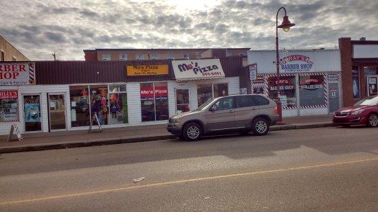โคลด์เลค, แคนาดา: Mo's Pizza