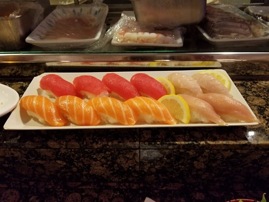 Aliso Viejo, Kalifornien: The first of 48 pieces of sushi