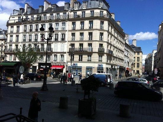 Pratic Hotel: rue Saint Antoine