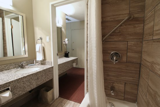 Medicine Hat, Canadá: Bath room with shower