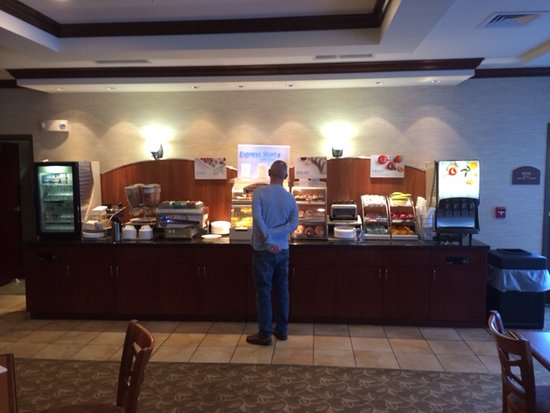Holiday Inn Express Hotel & Suites Bethlehem Airport - Allentown Area: Complimentary breakfast bar