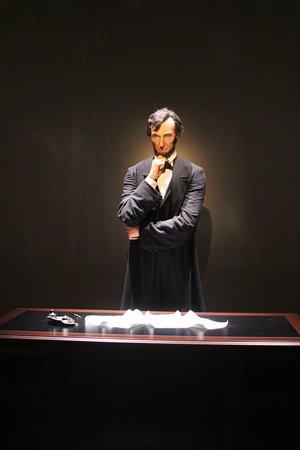 Abraham Lincoln Presidential Library und Museum: Linclon Deliberating