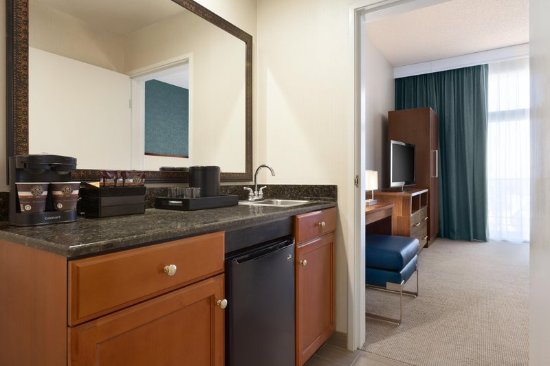 Embassy Suites by Hilton Brea - North Orange County: 1 King Suite Wetbar