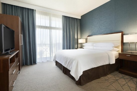 Brea, CA: One King Bed Suite