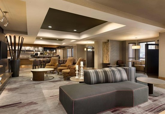 Normal, IL: Lobby