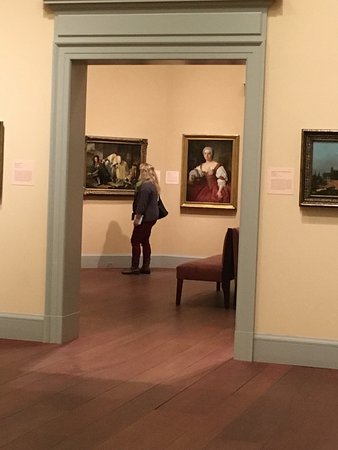 Worcester Art Museum: Comfortably placed artwork makes for a relaxed visit...