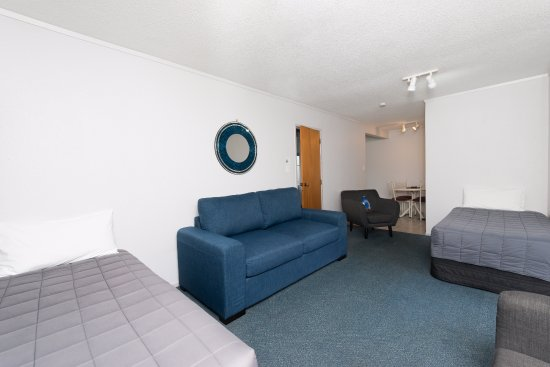 Edelweiss Motel: One Bedroom Holiday Apartment Lounge