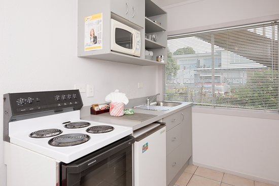 Edelweiss Motel: One Bedroom Holiday Apartment Kitchen with full stove, fridge, microwave, sink and plunger coffe
