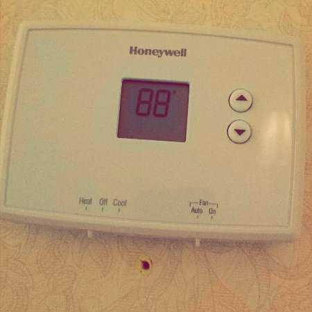 Massena, NY: Thermostat stuck at 88 and only rose throughout the night.