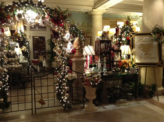 ... Christmas decorations indoors. The Jefferson Hotel: Beautiful lobby and interior area