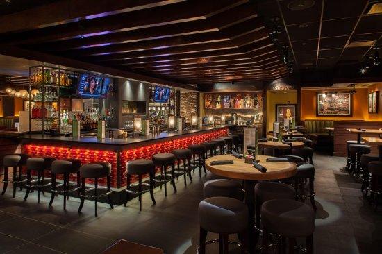 Denton, TX: Houlihans Bar And Lounge