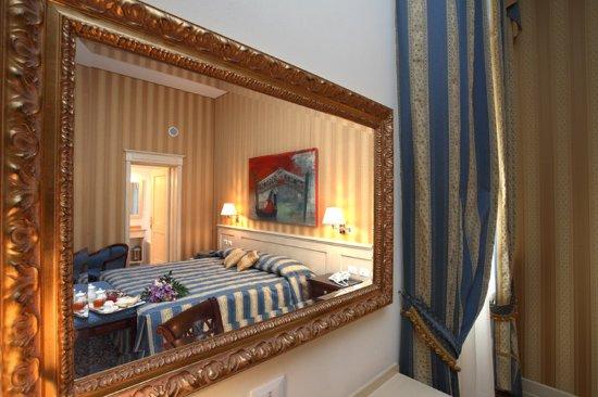 Hotel Bella Venezia: In Room