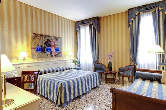 Hotel Bella Venezia: Guest Room.2