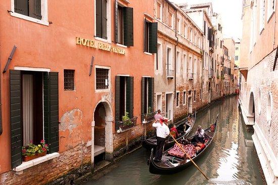 Hotel Bella Venezia: Exterior