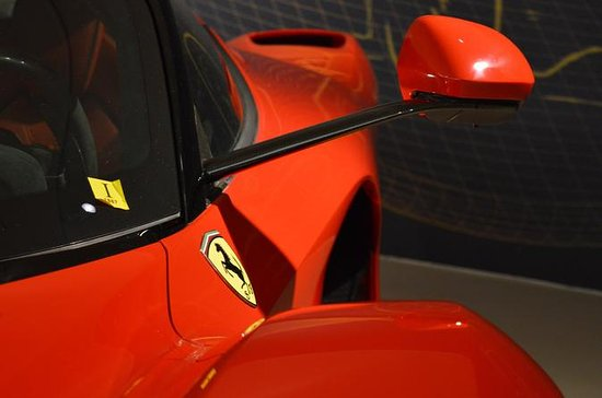 Italiensk mat og Museo Ferrari liten...