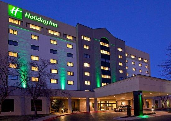 Springdale, AR: Hotel Exterior Night View