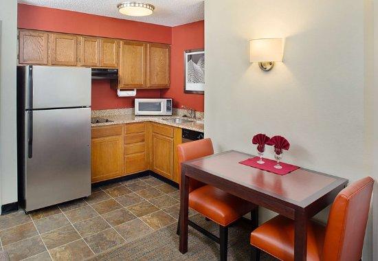 เกเธอร์สบูร์ก, แมรี่แลนด์: Studio & One-Bedroom Suite – Kitchen & Dining Area