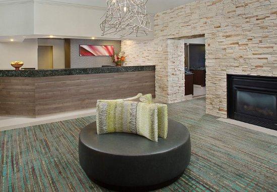 เกเธอร์สบูร์ก, แมรี่แลนด์: Front Desk & Lobby