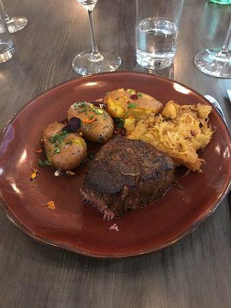 บูเอลล์ตัน, แคลิฟอร์เนีย: Filet mignon, potatoes, spaghetti squash