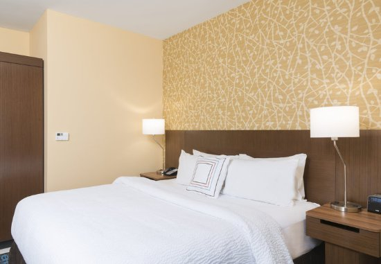 West Monroe, LA: Enjoy a spacious and comfortable sleeping area in our King Guest Room.