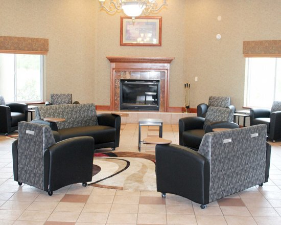 Lake Ozark, MO: Spacious lobby with sitting area