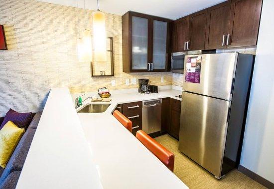 West Columbia, SC: One-Bedroom Suite - Kitchen
