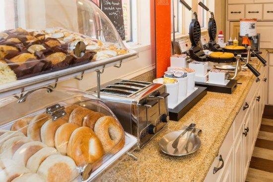 Hampton Inn & Suites Amelia Island-Historic Harbor Front: Breakfast Area 2