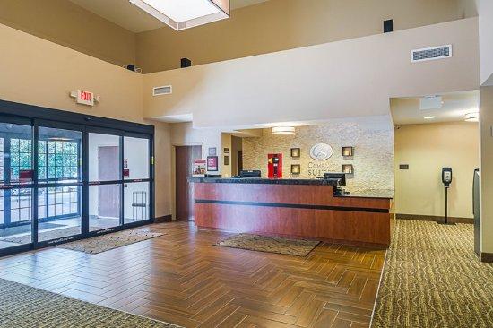 Grayslake, IL: Lobby