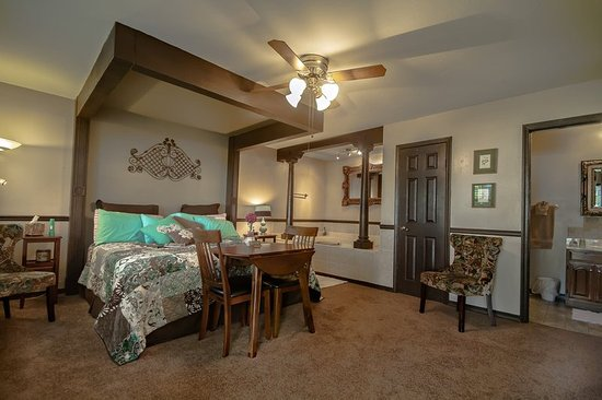 Marshfield, MO: Garden Suite