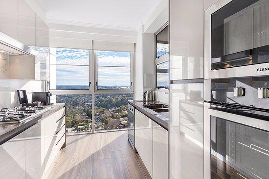 Meriton Suites Bondi Junction : Three bedroom Modern Suite - Kitchen