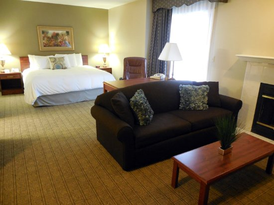 Urbana, IL: Courtyard Suite Living Room