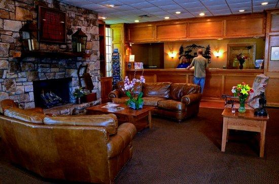 Best Western Mountain Lodge at Banner Elk: Lobby