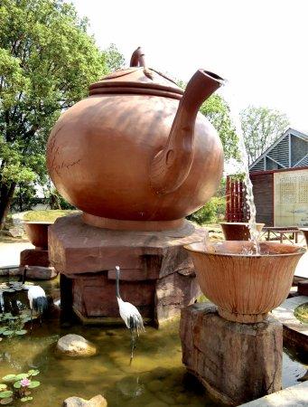 Nanchang, China: Fenghuanggou teapot